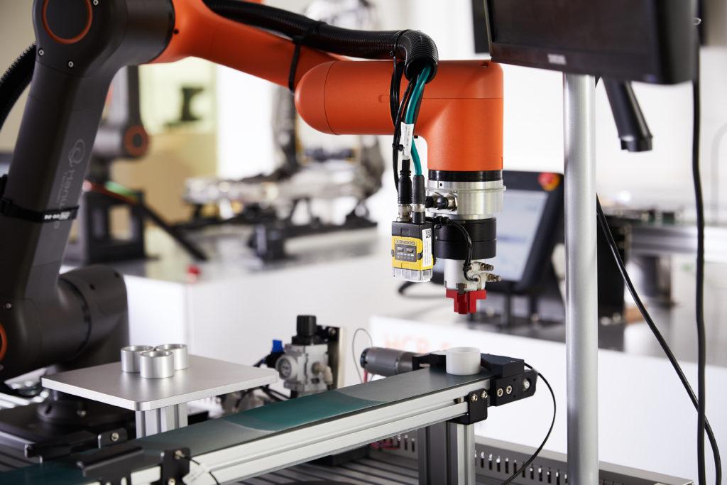 Jak dobrać robota przemysłowego?