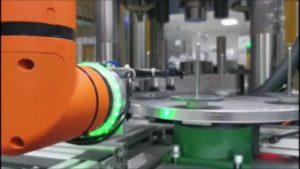 obsługa maszyn robotem