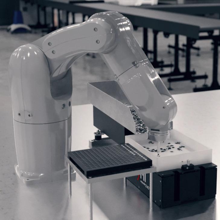 Elastyczne systemy podawania elementów do robotów